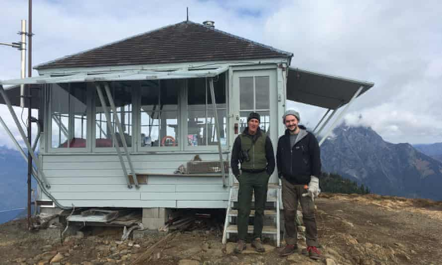 Jim Henterly, fire watchman at Desolation Peak, Cascade Mountains, Washington State, and writer Dan Richards .