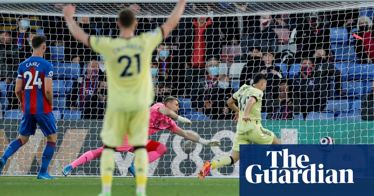 Pépé and Martinelli sink Crystal Palace to keep Arsenal's European hopes alive