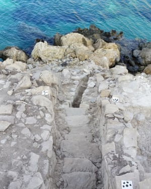 The entrance staircase from above: the sea level was much lower in the early bronze age