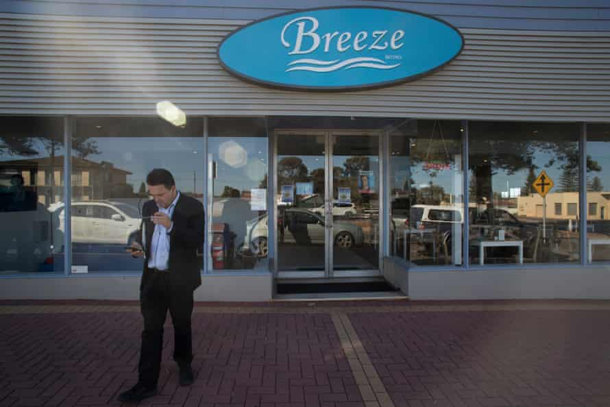 SA-Best leader Nick Xenophon leaves a cafe while campaigning in Whyalla.