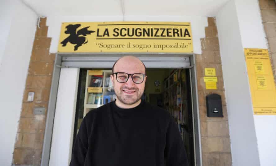 Rosario Esposito La Rossa, in front of his Scugnizzeria bookshop