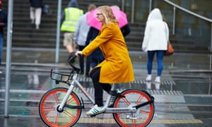The Guardian north of England editor Helen Pidd takes a spin on the Mobike scheme in Manchester.