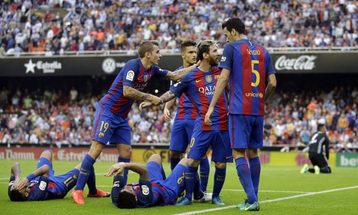 Barcelona játékosai a lionel Messi süllyedése után sújtották a palotát
