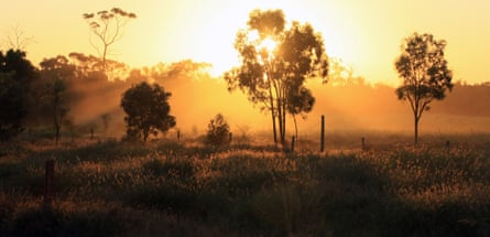 Australia, Queensland, Mount Coolon, Dusty sunset