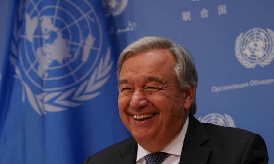 António Guterres attends a press briefing.