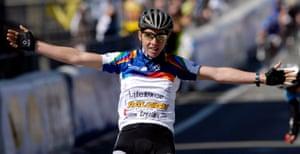 Nicole Cook celebrates at the finish of the Ronde Van Vlaanderen in 2007