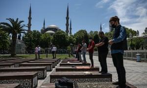 Friday prayer at Sultanahmet square with Ayasofya behind.