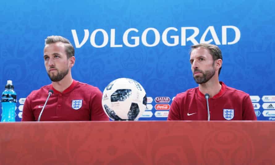 England's Harry Kane, left, and head coach Gareth Southgate