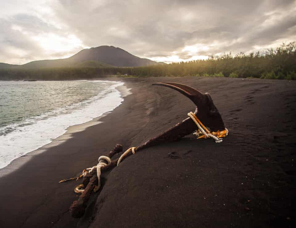An abandoned ship anchor on Pantalån, I Bandera (AKA Red Beach), along the western shore of Pagan Island