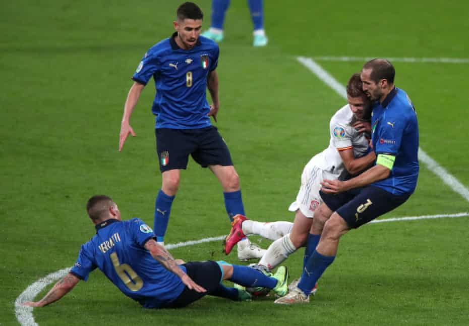 Giorgio Chiellini (right) makes sure there is no way through for Spain during the semif-final at Wembley.