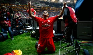 Carlos Bacca decided to celebrate with the photographers