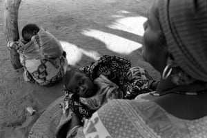 Husseina (left) and Hussaina (in her aunt's lap), both 40 days old, Bankilaré, Niger, 2005
