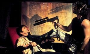 """Harry Dean Stanton as the 'Byronesque' Harold """"Brain"""" Hellman in Escape from New York alongside Kurt Russell as Snake Plissken"""