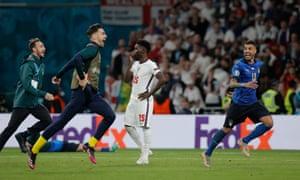 Bukayo Saka's penalty is saved.