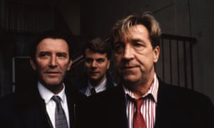 John Forgeham as DCI John Shefford, right, in Prime Suspect, 1991, with Tom Bell, left, as DS Bill Otley and Ian Fitzgibbon as DC Jones.
