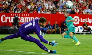 Dani Carvajal forces a save.