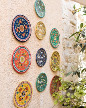 Jerusalem Pottery plates on the wall at Hosh Al-Syrian.