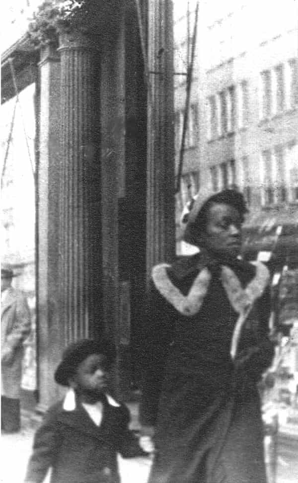Ringgold and her mother in the 1930s.