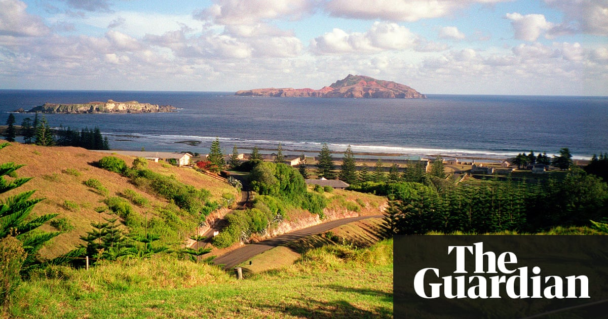 Norfolk island should become part of new zealand says former chief a former norfolk island chief minister says the territory should consider becoming part of new zealand rather than australia photograph rada rouseaap solutioingenieria Gallery