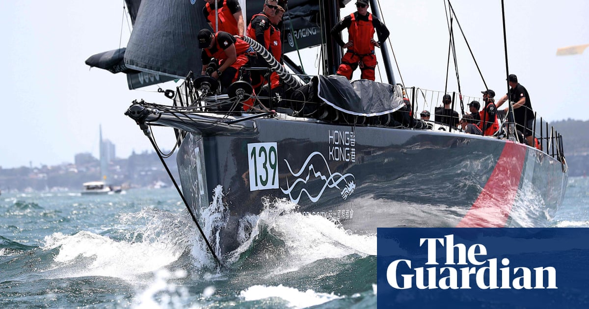 Sydney to Hobart: SHK Scallywag leads supermaxis into Bass Strait