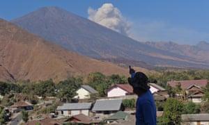 Volcanic ash billows from Mount Rinjani on 4 November 2015.