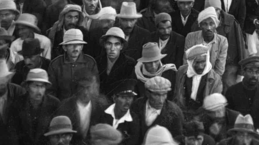 Workers in Abadan around 1938.