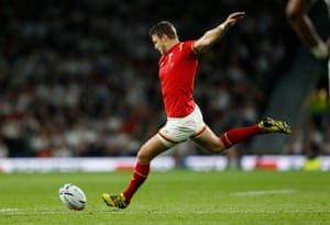 Dan Biggar gets the first points on the board for Wales.