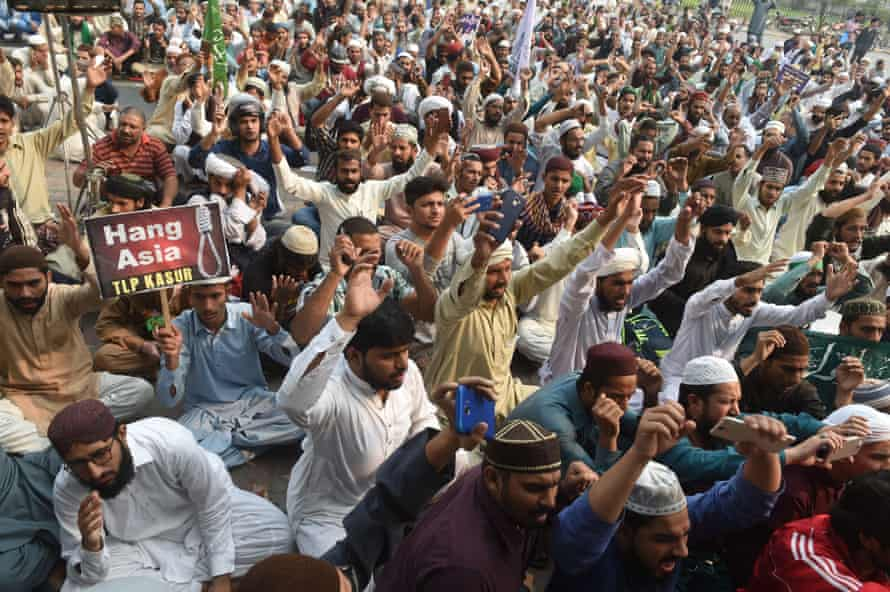 Protesters chant slogans during a demonstration in Lahore against the decision to overturn the conviction of Asia Bibi