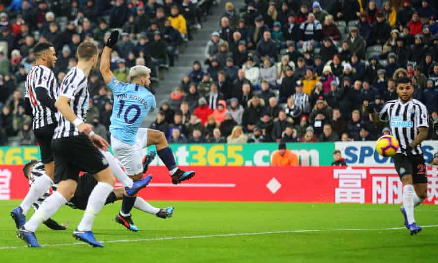 Sergio Agüero puts Manchester City ahead after 24 seconds.