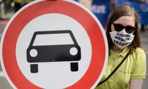 A German protester wears a mask reading 'Diesel-Abgase toeten' (Diesel emission kills) in Berlin.