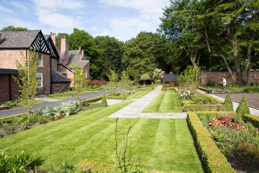 Moor Hall gardens