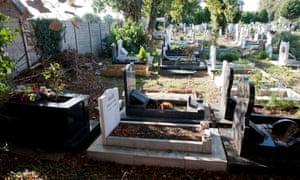 Tottenham Park cemetery graves