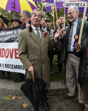 Nigel Farage speaks to Ukip supporters outside the House of Commons