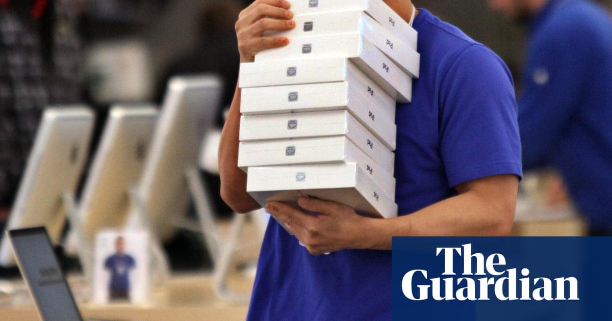 Apple security chief charged with bribing police with iPads for gun licences