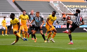 Another chance for Newcastle as Joelinton shoots wide.