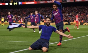 Luis Suárez celebrates after scoring Barcelona's opening goal against Atlético Madrid on Saturday.