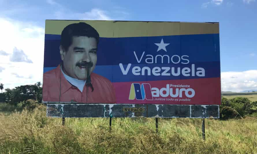 A propaganda billboard in support of Nicolás Maduro
