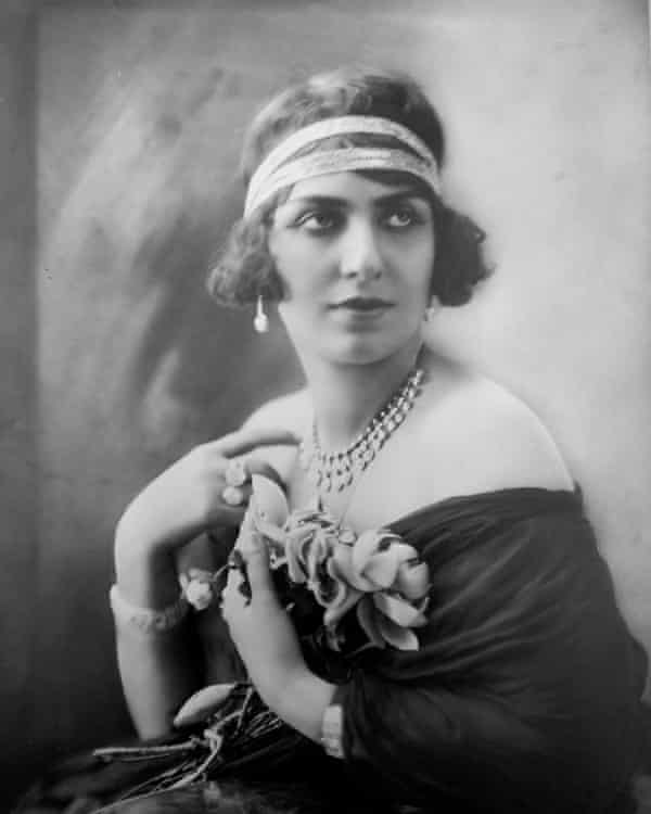 Egyptian singer and actress Mounira al-Mahdiyya in the 1920s.