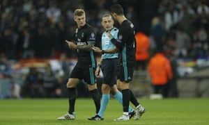 Real Madrid's Cristiano Ronaldo, right, and Toni Kroos, left, have a whinge at referee Cuneyt Çakır as they leave the pitch.