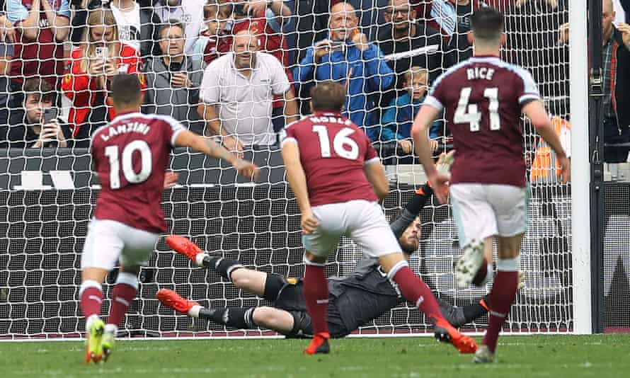 David de Gea saves a stoppage-time penalty from Mark Noble