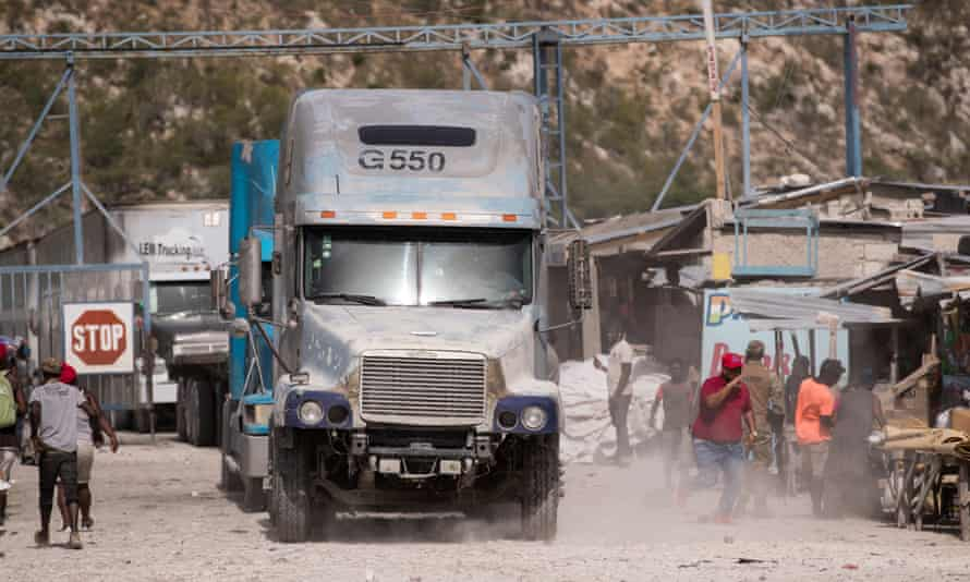 The border between Haiti and Dominican Republic is temporarily opened to allow trucks to return to Dominican Republic.