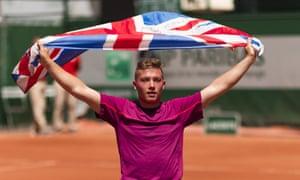 Alfie Hewett of Great Britain celebrates after beating Gustavo Fernández 0-6, 7-6 (11-9), 6-2.