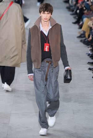 A model on the Louis Vuitton catwalk during Paris fashion week, January 2017, demonstrates the Viennetta tuck.