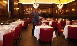 White tablecloths and red leather seating in Simpson's in the Strand