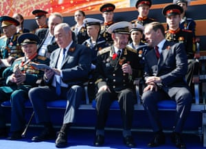 Israel's prime minister, Benjamin Netanyahu (second from left), and his Russian counterpart, Dmitry Medvedev (right), chat to veterans in Moscow