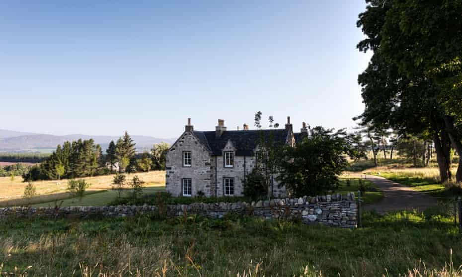 Killiehuntly Farmhouse  with hills behind
