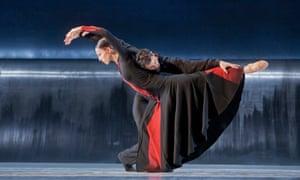 Valentina Scaglia and Jorge Nozal in Forgotten Land by Nederlands Dans Theater.