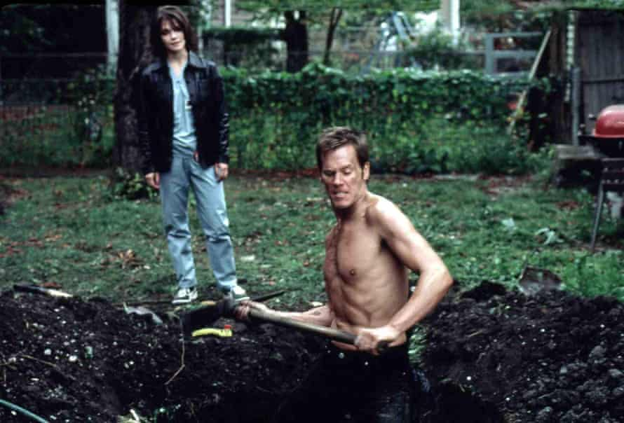 Kathryn Erbe and Kevin Bacon in Stir of Echoes.