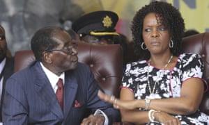 罗伯特穆加贝和他的妻子格蕾丝去年的92岁生日庆祝活动。