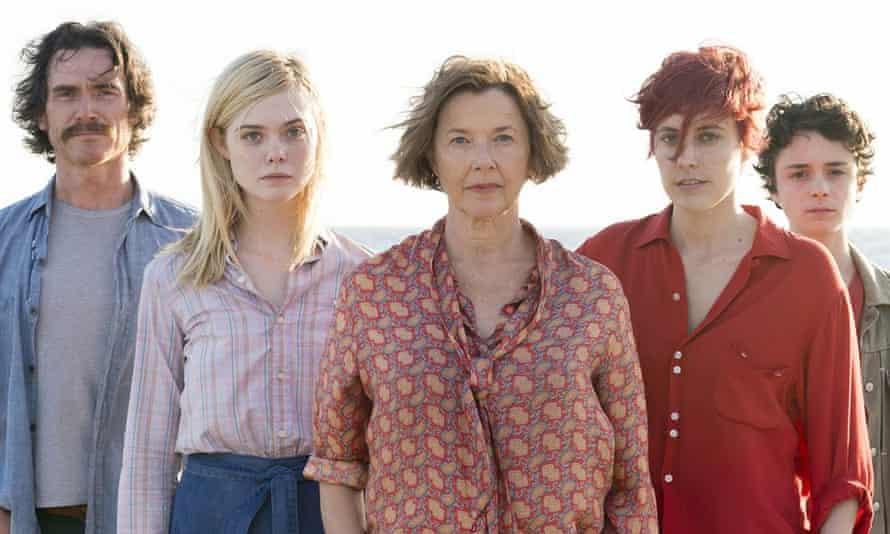 20th Century Women: Annette Benning (center) leads a stellar cast